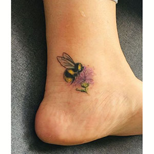 زنبورها برای تاتو مچ پا